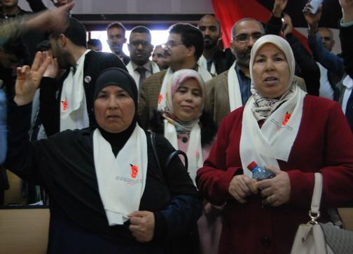 """يوم الحكم..دموع ومناشدات أمهات معتقلي الريف وأم أحمجيق: """"واش هاذ الدولة ما فيها رحمة"""