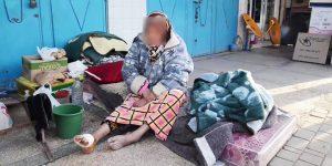 بمدينة بن الطيب: بالفيديو.. سيدة تبيت وتعيش في العراء تحت موجة برد قارس بعد ان تخلى عنها الكل