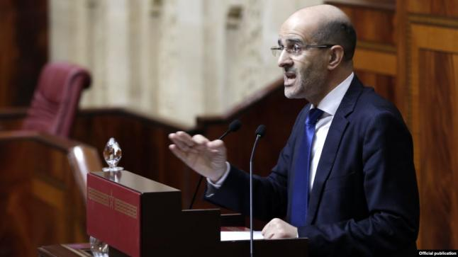 """""""سمير أجناو"""" يدخل طولا وعرضا في النائب البرلماني """"إدريس الأزمي"""""""