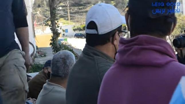 بالفيديو.. من ضمنها مسنون.. ساكنة تحتج على الإغلاق المفاجئ لوكالة البريد بجماعة أمهاجر