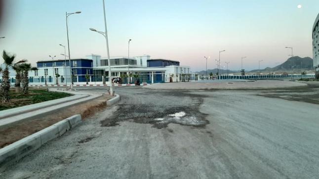 بعد المطالبة بالتدخل.. الشارع الرئيسي بالدريوش يشهد عملية ترقيع