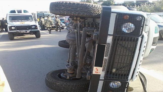 """انقلاب سيارة تابعة للقوات المساعدة يودي بحياة سائقها قرب حي """"ترقاع"""" بالناظور"""