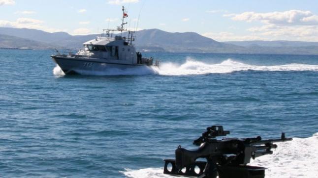 البحرية الملكية تطارد قاربين وتحجز 3 أطنان من المخدرات