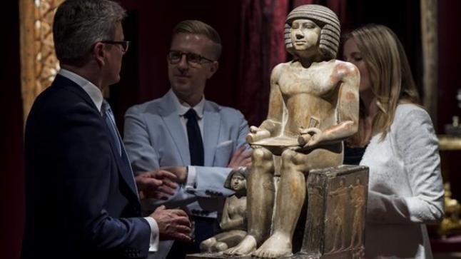 ثلاثة محتالين اجانب انتحلوا صفة المؤسسة الوطنية للمتاحف لاقتناء قطع فنية قديمة من تجار دوليين