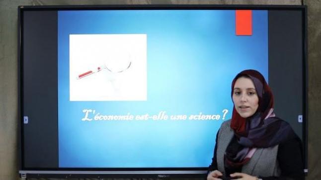 """الأستاذة """"نجاة البارودي"""" في حصة تقديمية للعلوم الاقتصادية"""