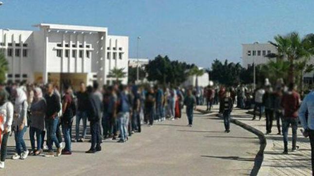 طلبة أزغنغان ينظمون مسيرة إحتجاجية بكلية سلوان لهذا السبب.. والإدارة تتدخل وهذا ما قررته