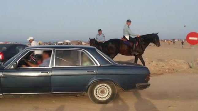 غرامة 1500 درهم لسيدة قامت بتوقيف سيارتها في شاطئ بالحسيمة