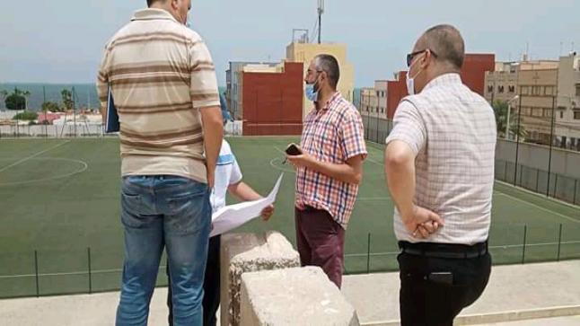 المدير الاقليمي لقطاع الشباب والرياضة بالناظور يتابع مواصلة الاشغال بالملعب البلدي