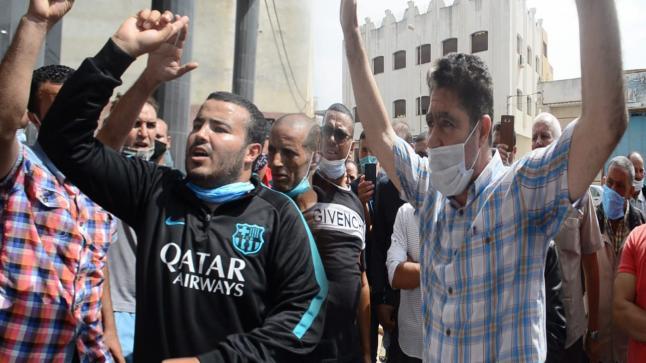 مواطنون يحتجون أمام مقر مجلس اقليم الدريوش بعد مقاطعة أعضاء لدورة شتنبر