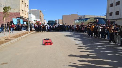 الدريوش: مئات طلبة كلية سلوان يحتجون أمام المجلس الإقليمي والعمالة بسبب عدم صرف المنحة المخصصة لجمعيات النقل الجامعي
