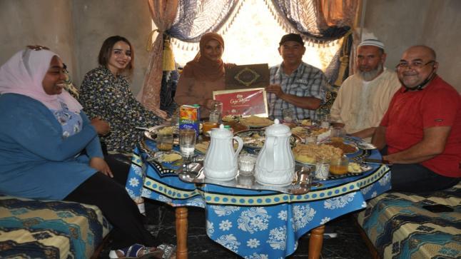 جمعية أمهات اباء واولياء التلاميذ تنظم زيارة لمنزل التلميذة أمينة الصافي الحاصلة على نقطة مشرفة بالباكالوريا