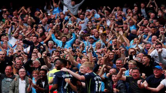 الحكومة البريطانية تسمح بعودة الجماهير لملاعب كرة القدم بدون كمامات ولا تباعد