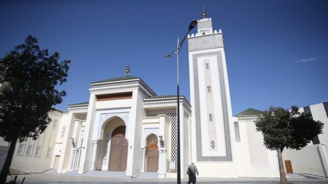 """المساجد في ظل استمرار """"كورونا"""" .. فتح كلي أو إغلاق متواصل"""